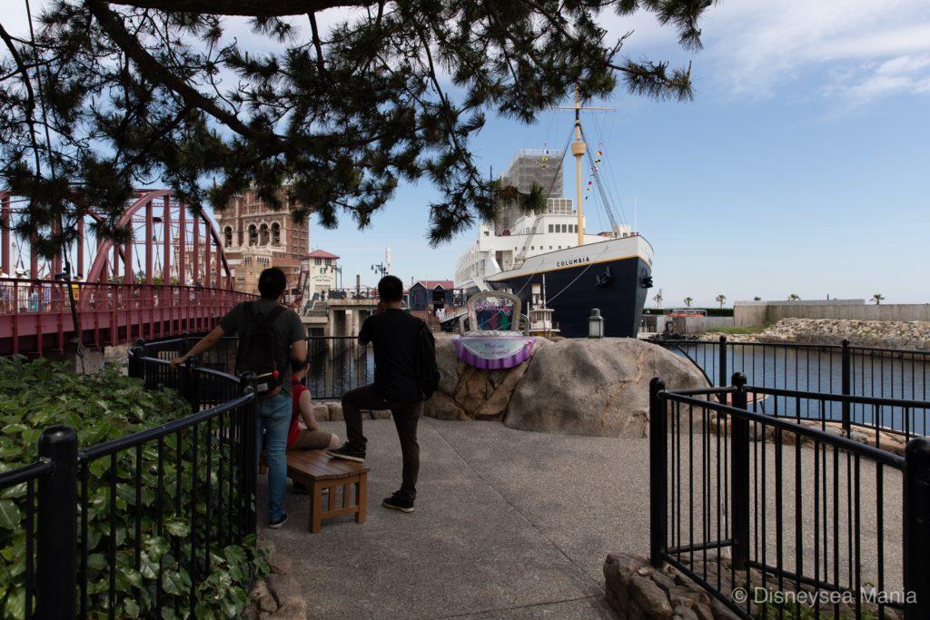 ニューヨークエリアとケープコッドの間のベンチの画像