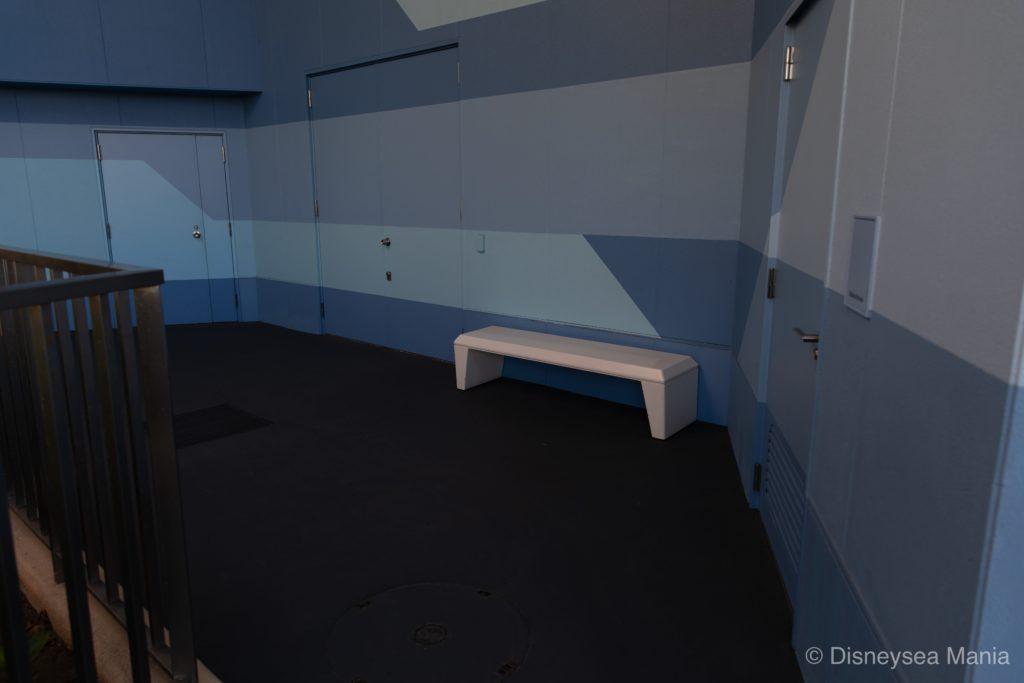 スティッチエンカウンター横の隠れベンチの画像