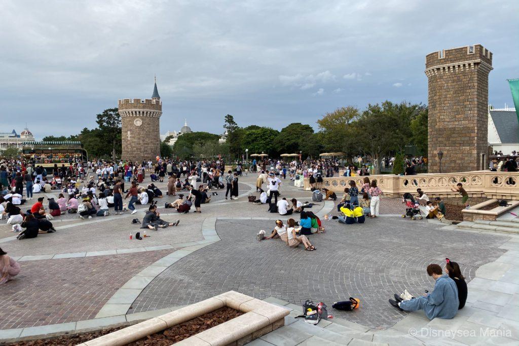 シンデレラ城前の広場の画像