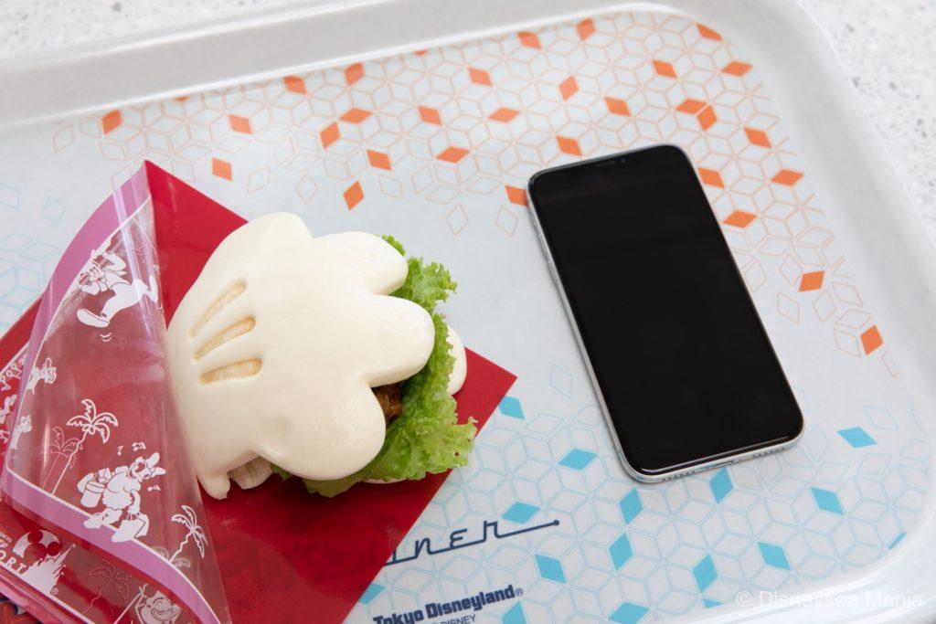 グローブシェイプ・チキンパオ(プラズマ・レイズ・ダイナー@東京ディズニーランド)の画像