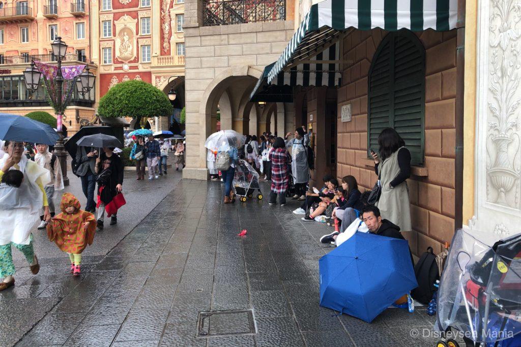 雨の日のディズニーの様子