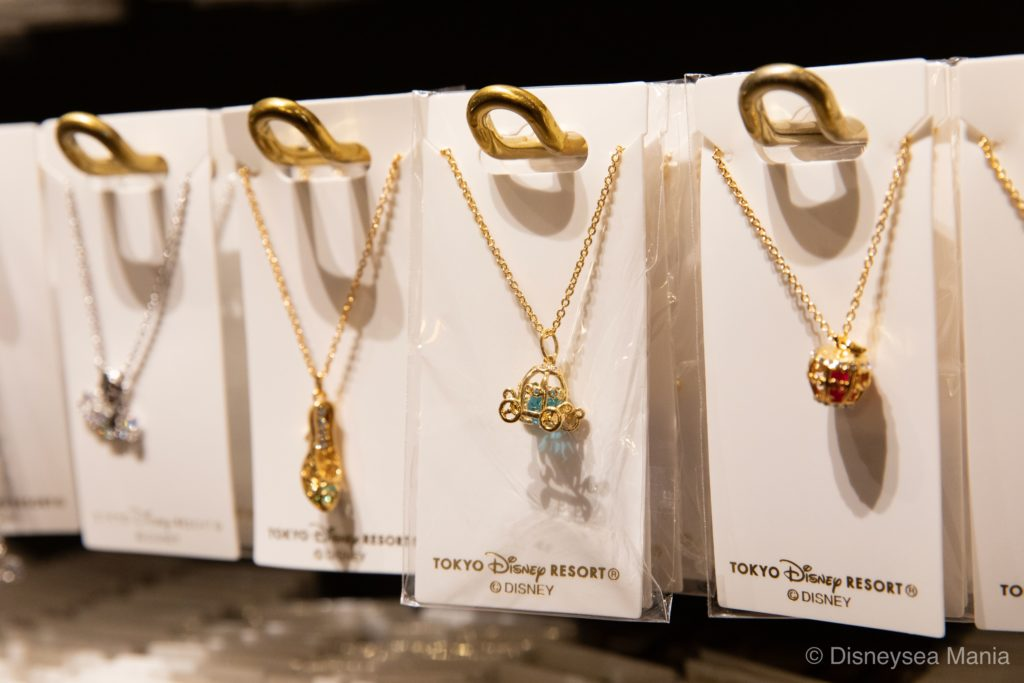 ディズニーランド・シーで買えるネックレスの画像