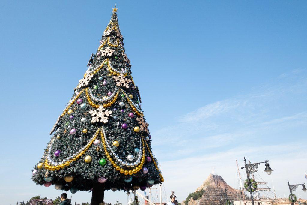 ディズニーシーのクリスマスツリーの画像