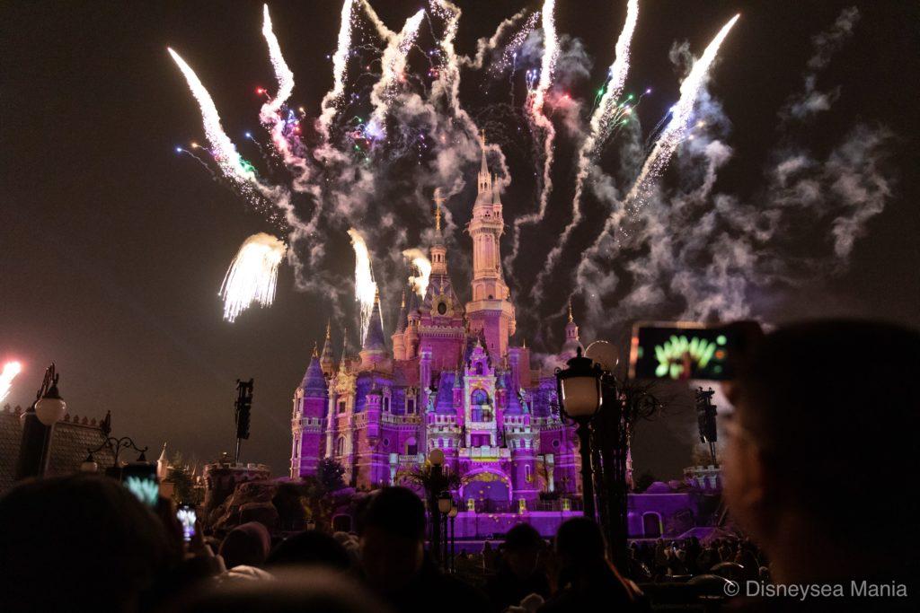 上海ディズニーランドの夜のショー「イグナイト・ザ・ドリーム」の画像