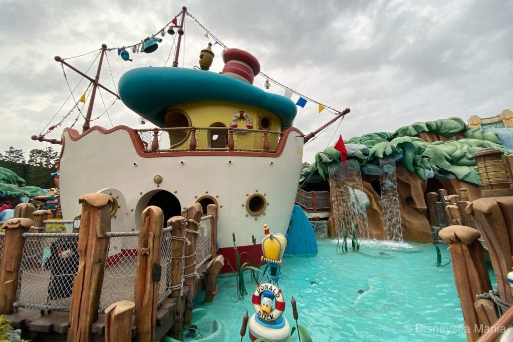 ディズニーランドのドナルドのボートの画像