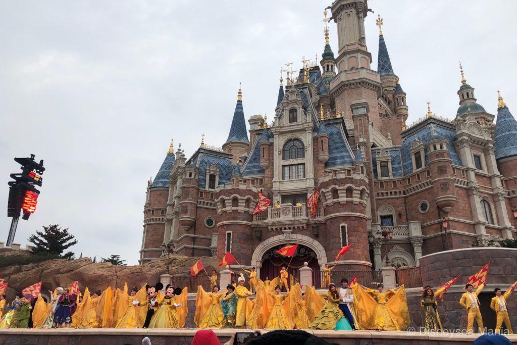上海ディズニーランドのキャッスルショー「ゴールデン・フェアリーテイル・ファンファーレ」の画像