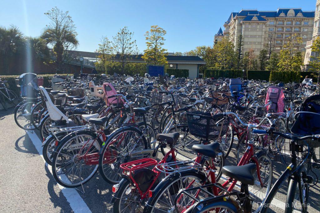 ディズニーランドの駐輪場の画像