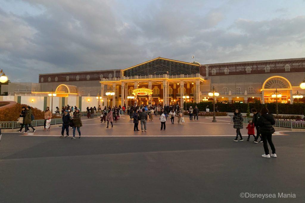夕方のディズニーランドの画像