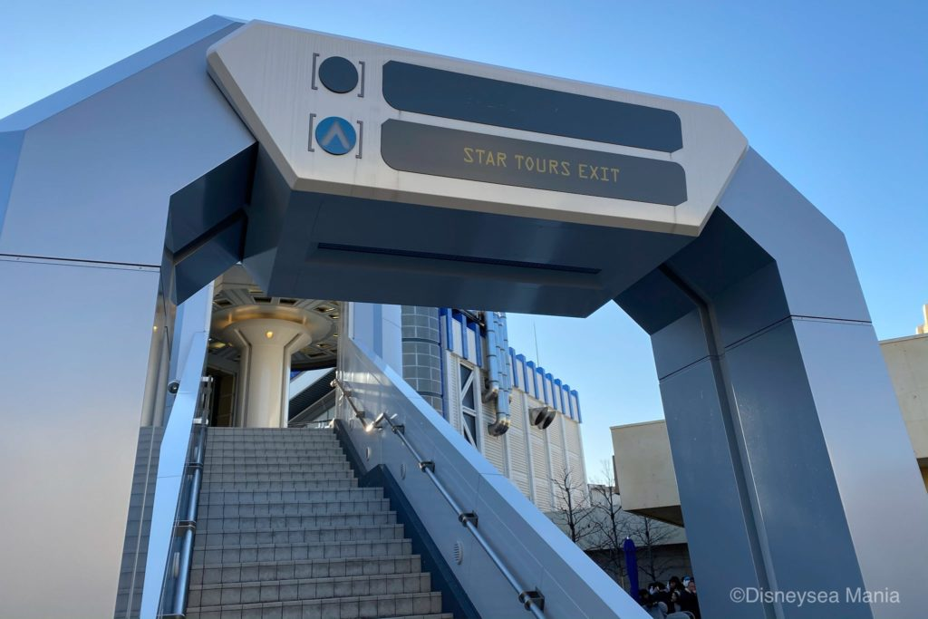 ソフトランディング(ディズニーランド)へと向かう階段の画像