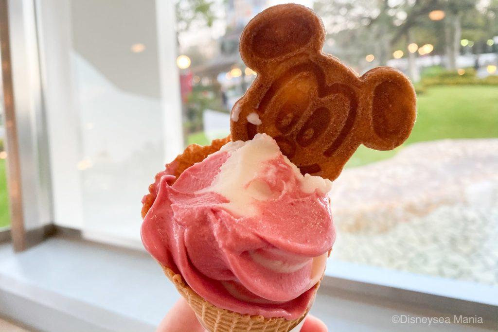 ディズニーランドのピーチソフトクリームの画像
