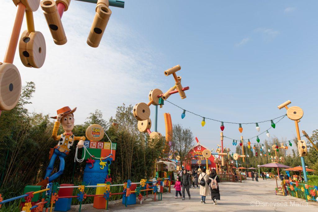上海ディズニーランドのトイ・ストーリーランドの入口(ウッディ)の画像