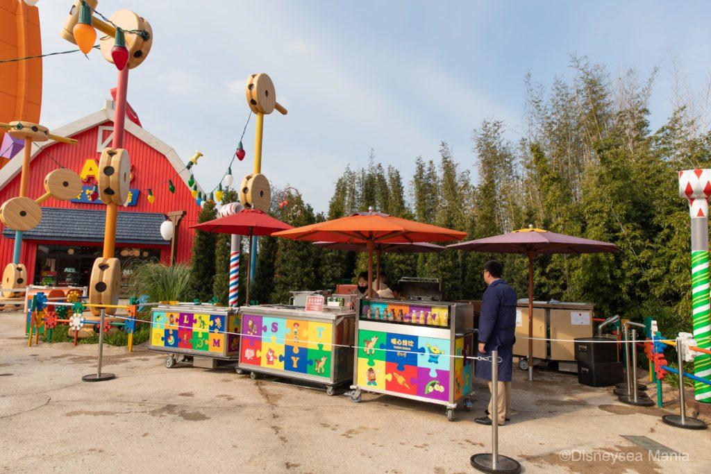 上海ディズニーランドのトイ・ストーリーランドのフードワゴンの画像