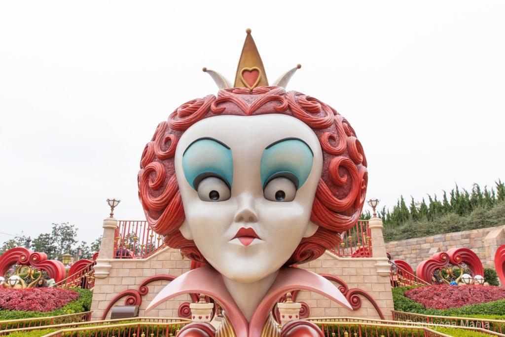 上海ディズニーランドのアトラクション「アリス・イン・ワンダーランド・メイズ」の画像