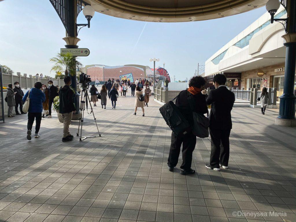 コロナで休園する前日の舞浜駅の画像