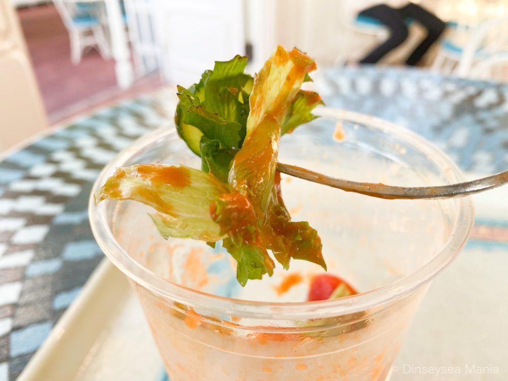 プラザパビリオンのエビとサラダの冷やし麺(トマトソース)の画像